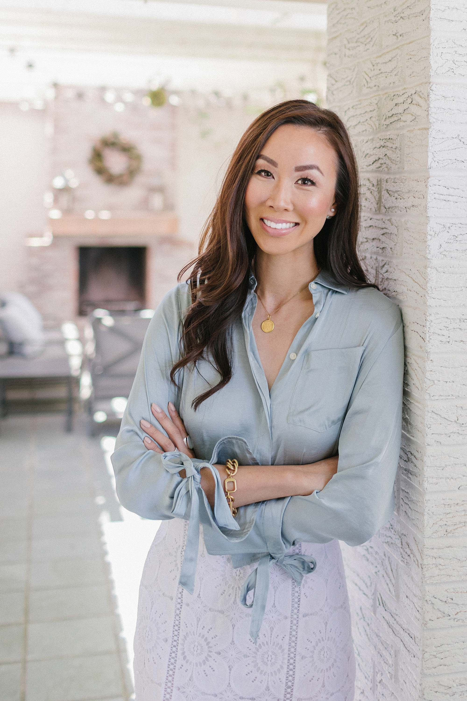 corporate headshot real estate blogger Diana Elizabeth